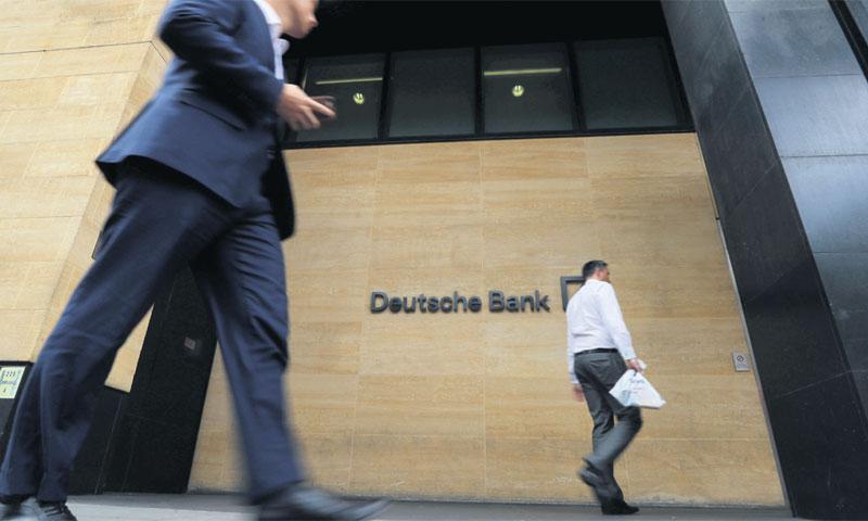 Unatoč bijesu javnosti, banke se ne ustručavaju naplaćivanja kamata/REUTERS