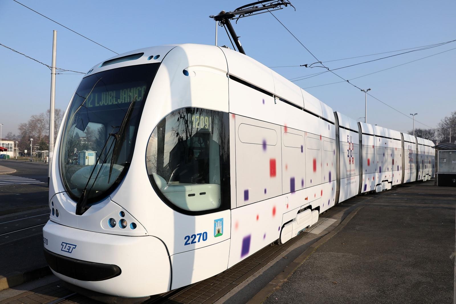 Foto Uz Plave Zagrebom Odnedavno Vozi I Bijeli Tramvaj