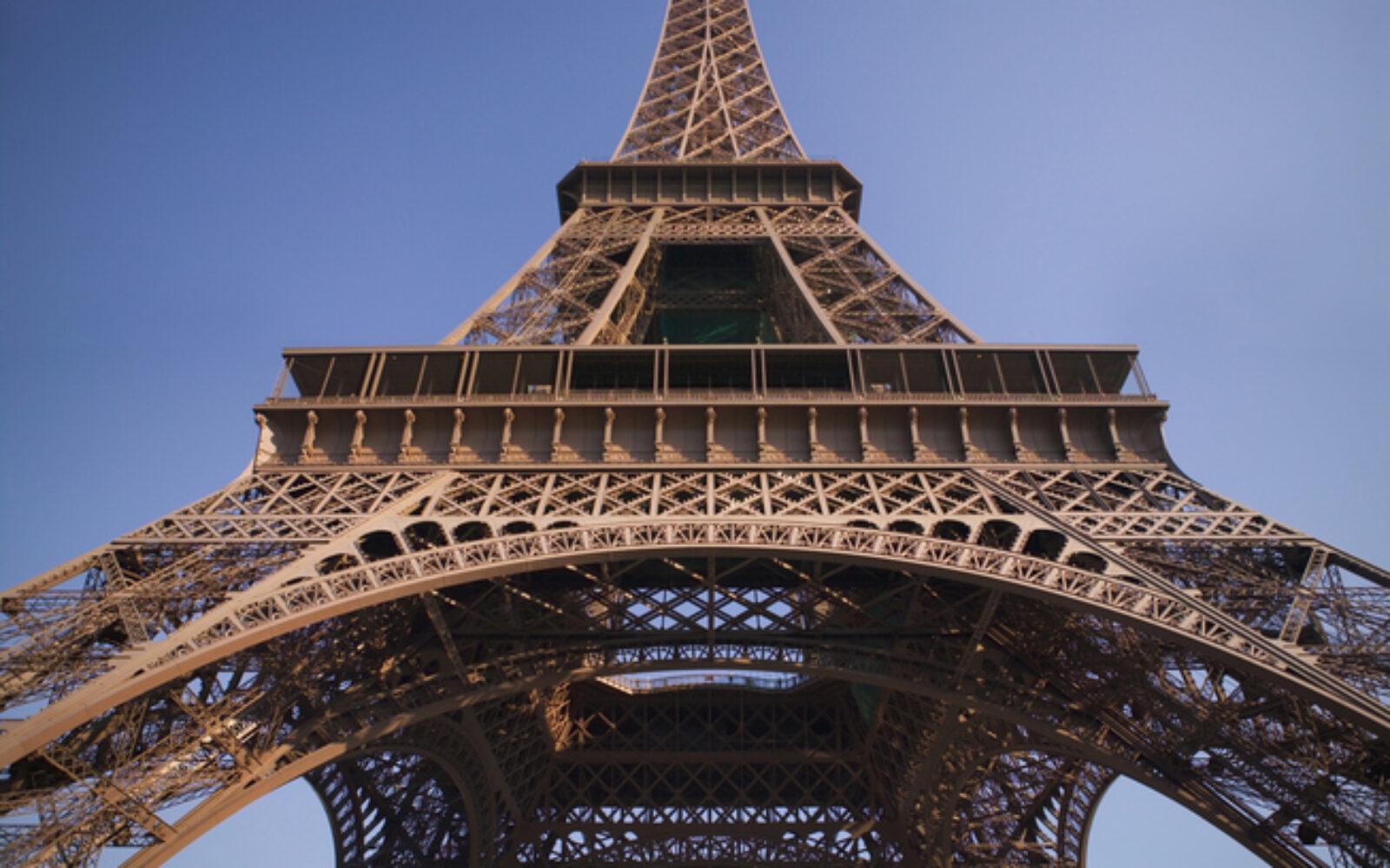 Nakon prijetnje bombom evakuiran Eiffelov toranj u Parizu
