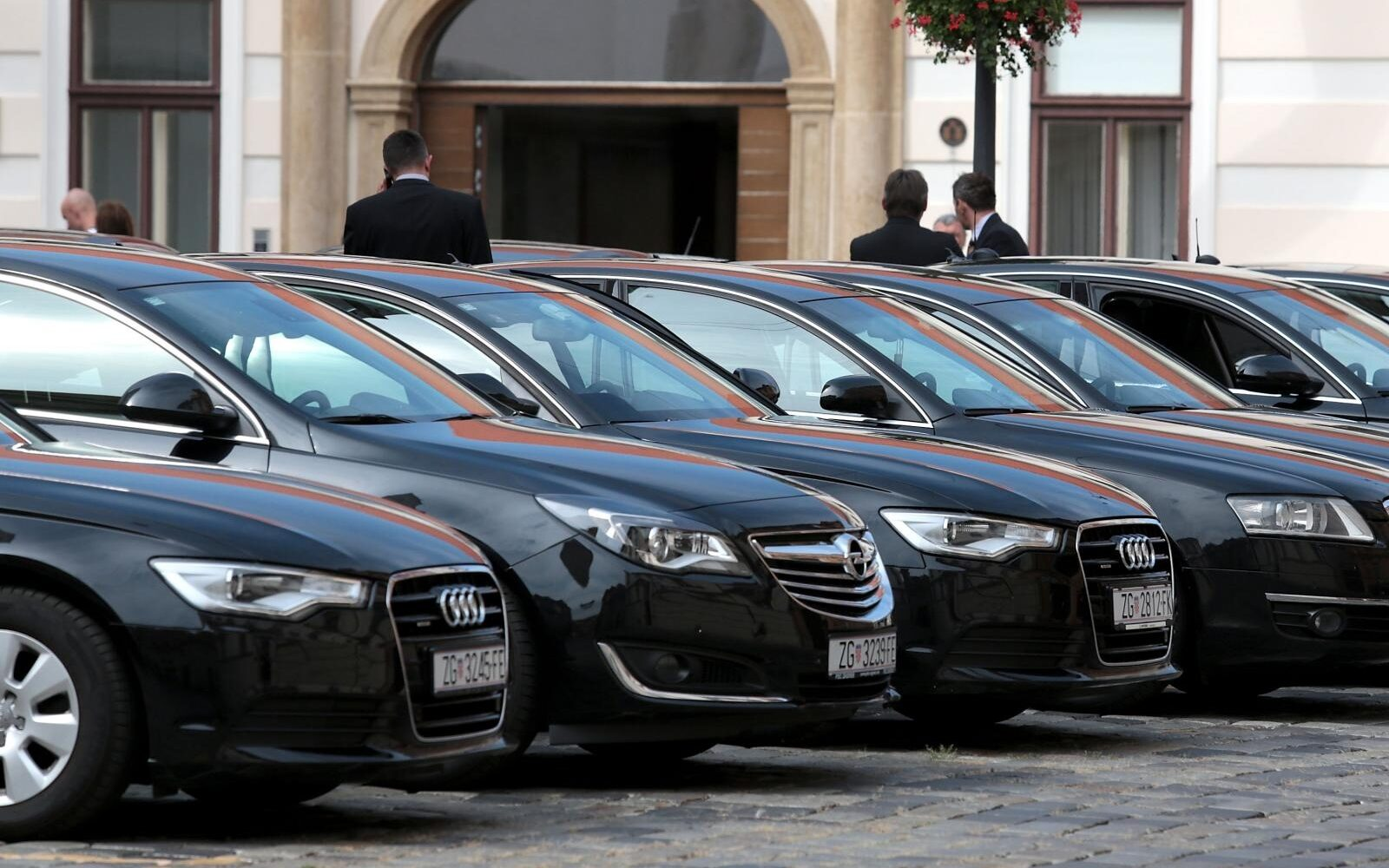 Hrvatska i Danska jednake po broju ministarstava, ne i po broju službenih  vozila: Imamo ih 200 puta više - Poslovni dnevnik