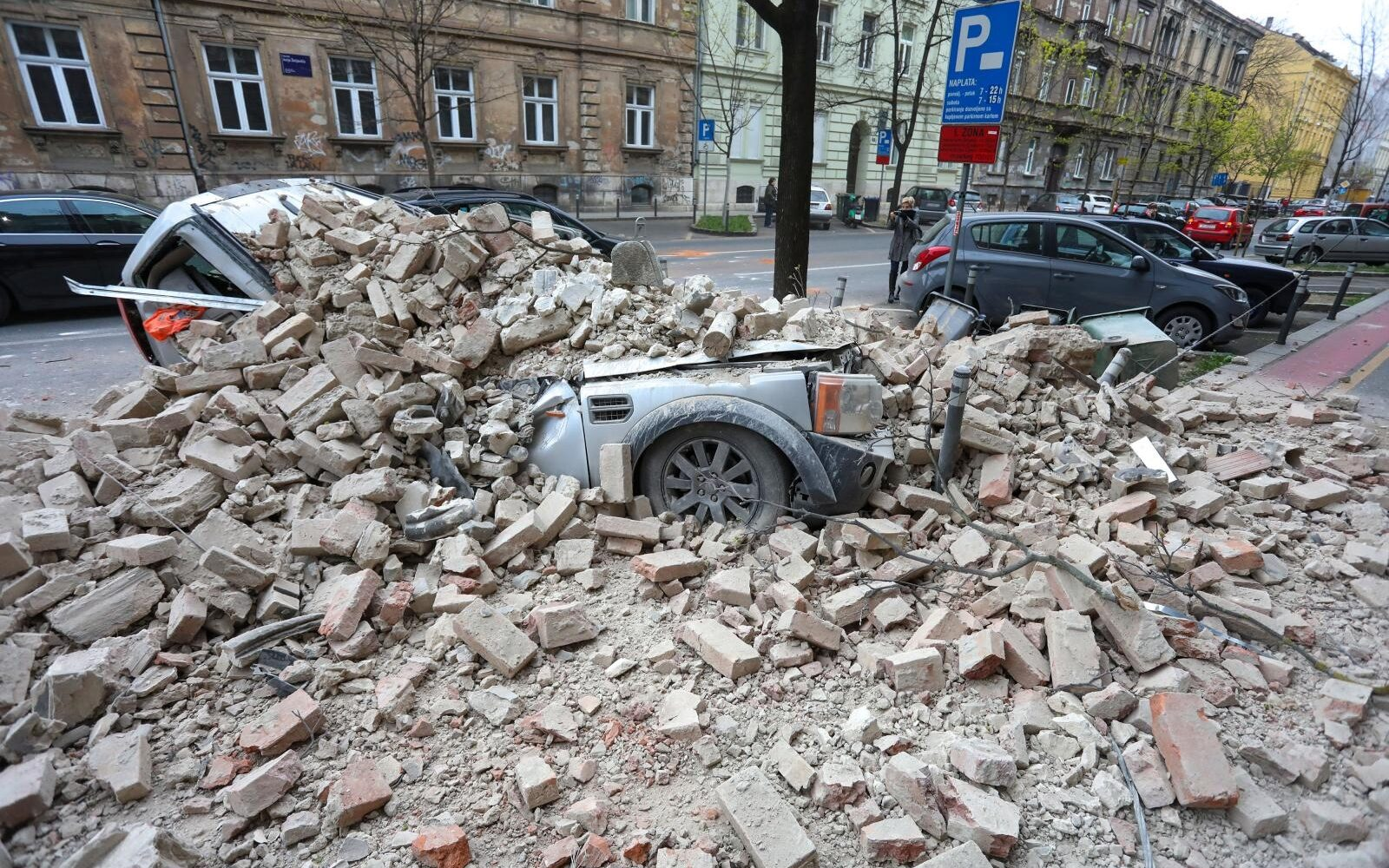 FOTO: Snažni potresi uzdrmali Zagreb, oštećene zgrade, dijete ...