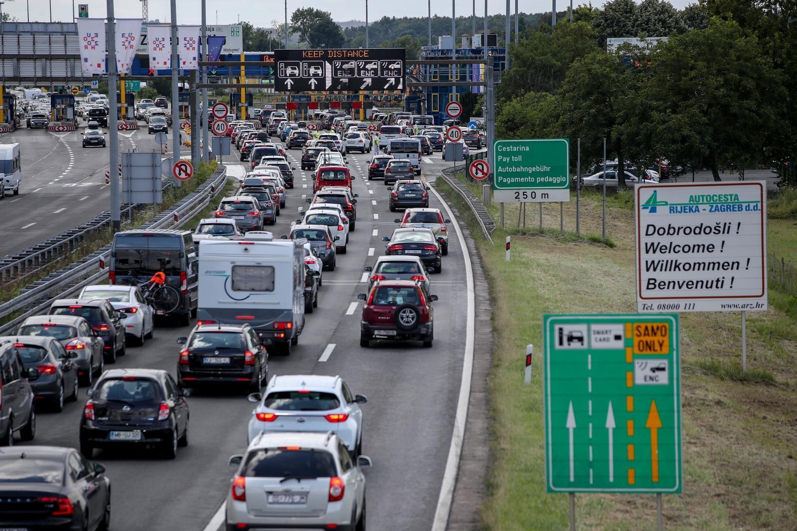Koliko Mi Trosimo Na Cestarine A Koliko Ostali Slovenci Dobiju Puno Vise Za Svoj Novac Poslovni Dnevnik