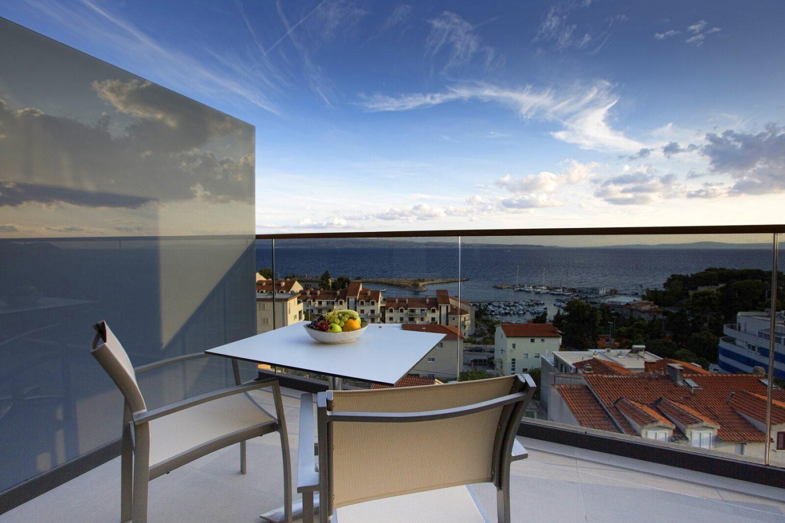Marvie Hotel & Health_split_hotel_suite_jacuzzi_sea_view